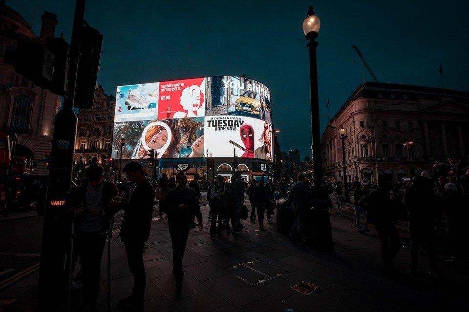 night scene of DOOH billboards in the city